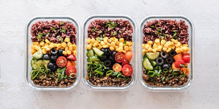 mitgebrachtes essen fuer nachhaltigkeit im buero