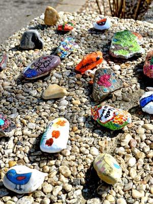 steine bemalen im kindergarten